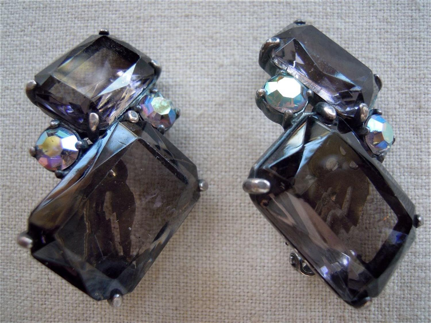 Elsa Schiaparelli clip earrings 1950s Patent# 156452