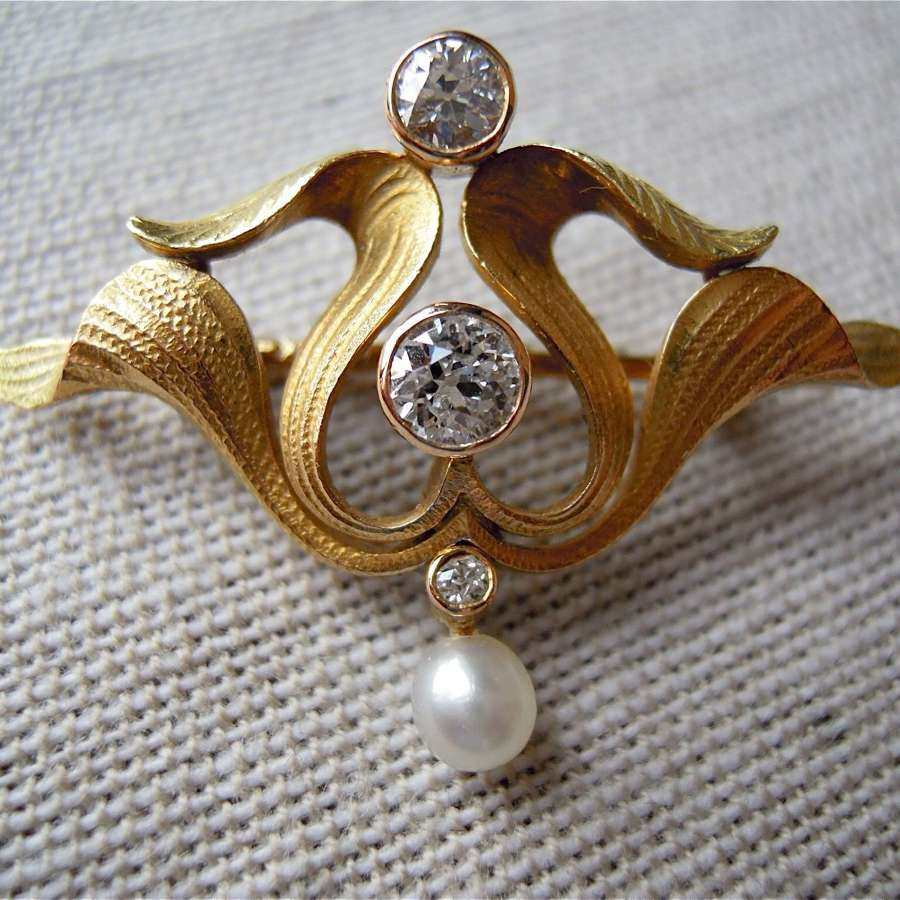Antique 18ct gold and diamond brooch/pendant