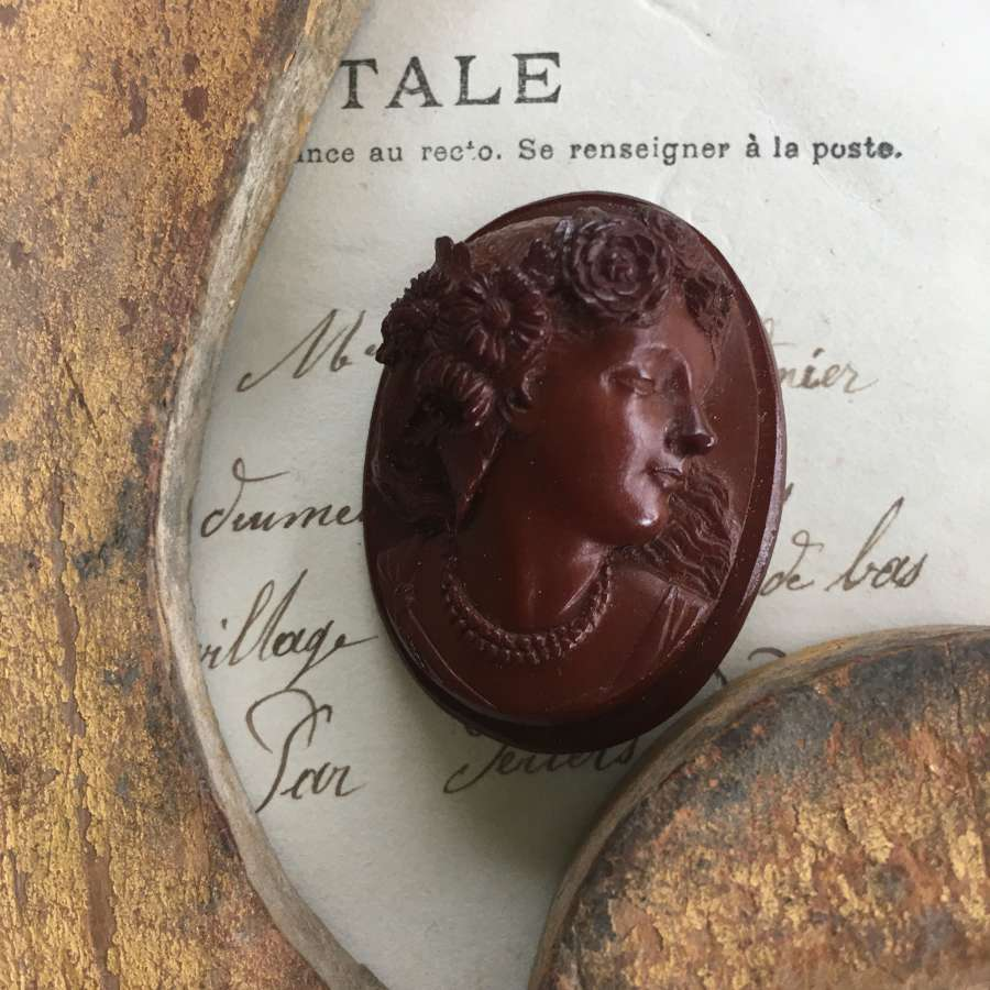 Vintage resin cameo brooch