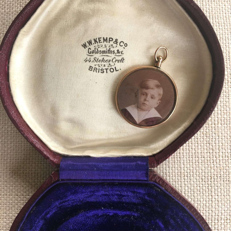9ct gold locket hallmarked 1907
