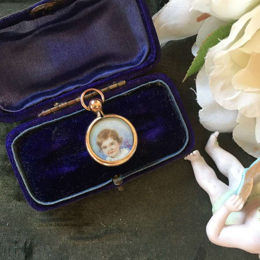 9ct gold double-sided locket with oil paintings signed JMF 86