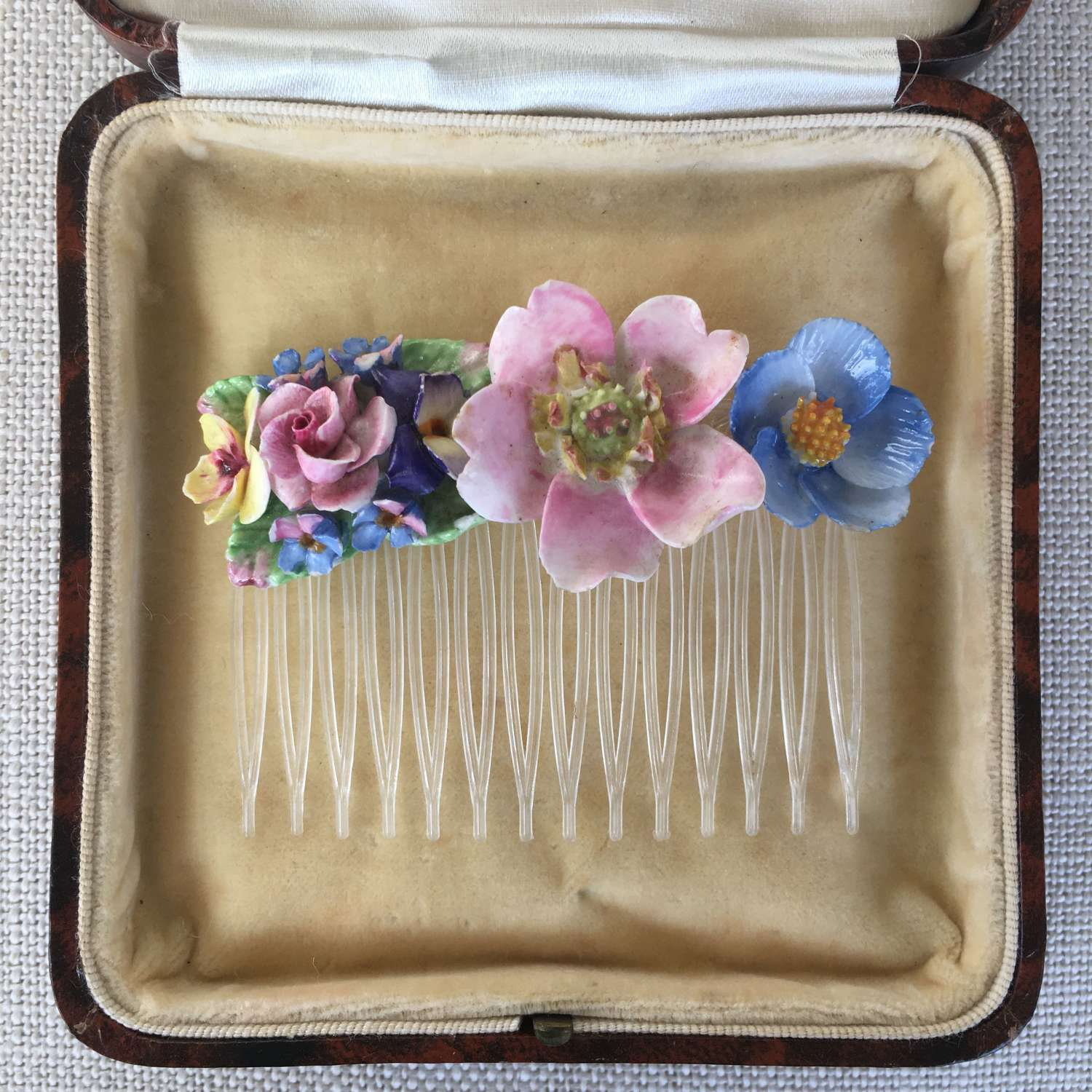 Vintage china flower hair comb