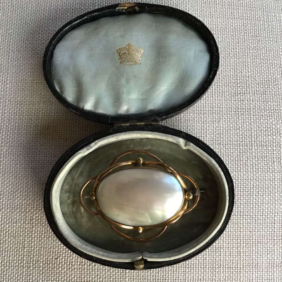 Victorian mother of pearl pinchbeck brooch