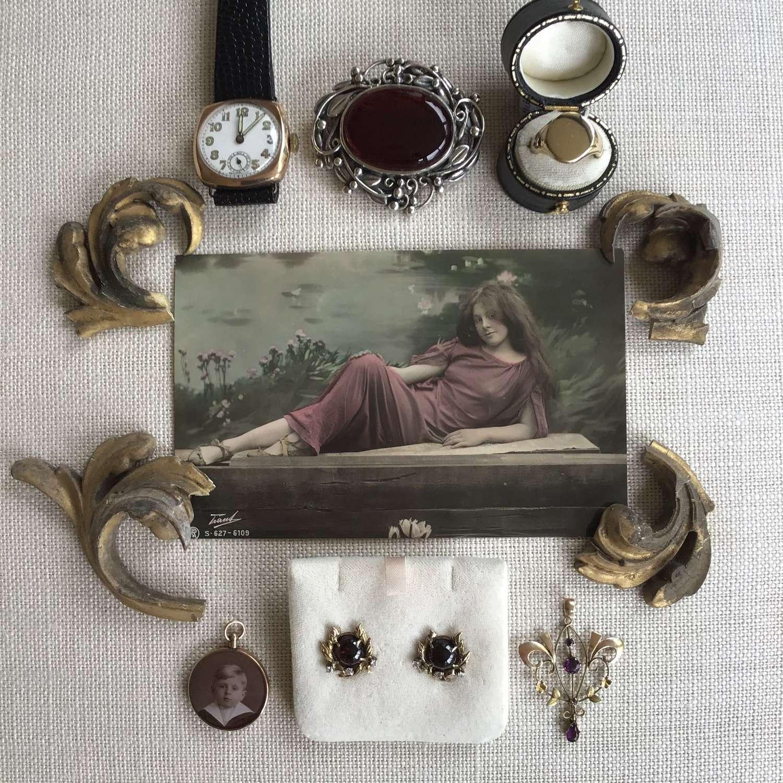 Jewellery flatlay 15