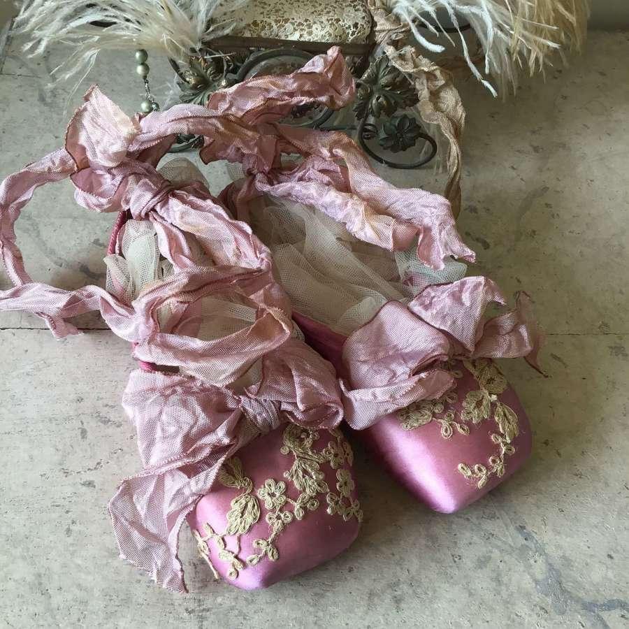 Pretty pale pink decorative ballet pointes with antique lace trims