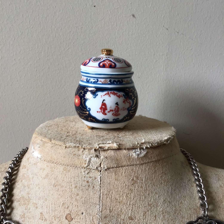 Small ceramic pot Imari colours.